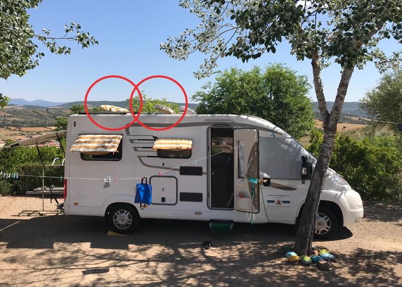 De laatste ontwikkeling: onze Smuik kreeg twee zonnemutsen voor zijn dakramen.