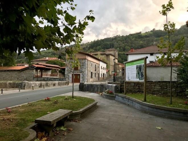 In Lanestosa kun je de voetsporen van Karel V volgen. Over dit interessante dorpje schreven we een verhaal.