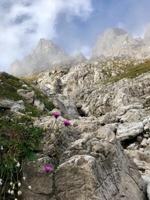 De berg is van een betoverende schoonheid.