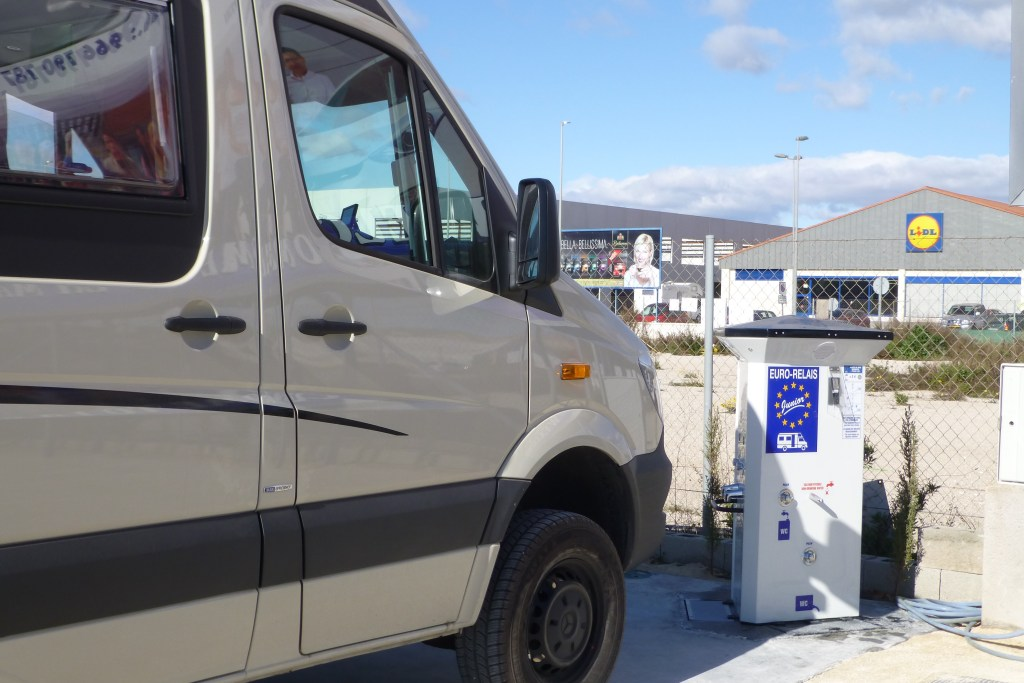 Using An Aire Service Point Unit