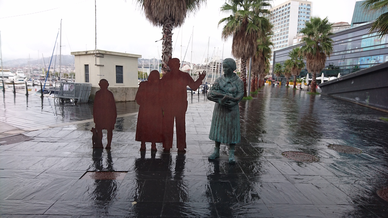 Poignant sculptures at Vigo station to reflect the high emigration from Galicia