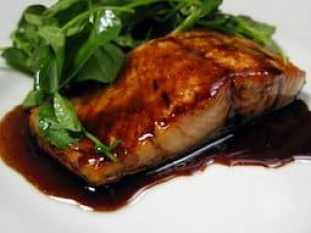 Salmon seared with a balsamic glaze