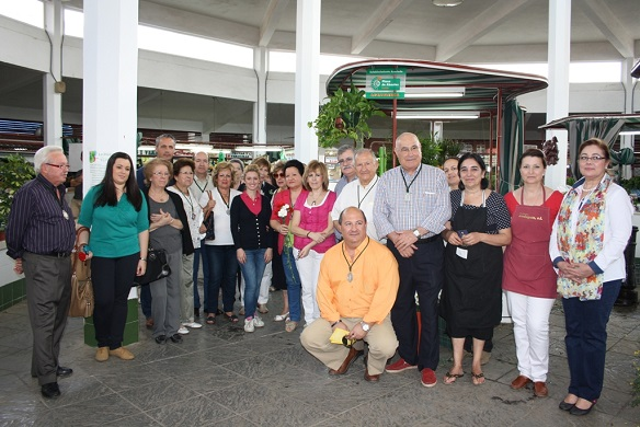 Comerciantes junto a miembros de la Cofradía de San Eufrasio de Andújar.