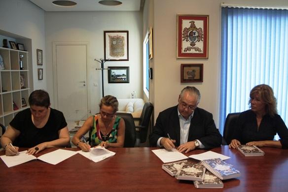 Acto de la firma del convenio de colaboración.