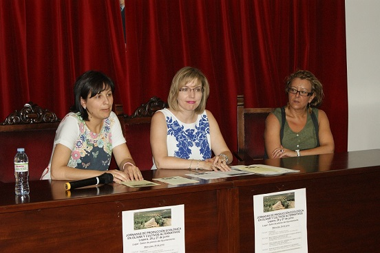 Isabel Uceda, María Angustias Velasco y Carmen Torres en la inauguración de las jornadas.