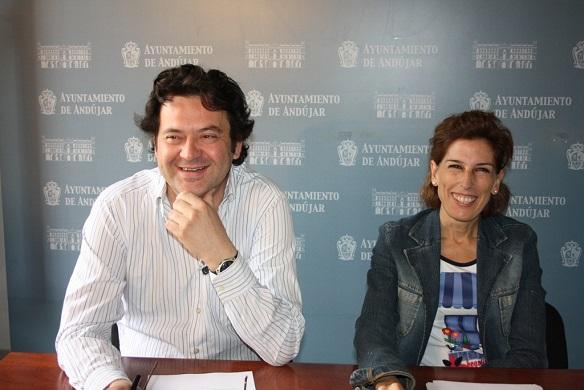 La concejala de Cultura, Delia Gómez, y el director del Aula Municipal de Teatro, Juan Ramón Utrera.