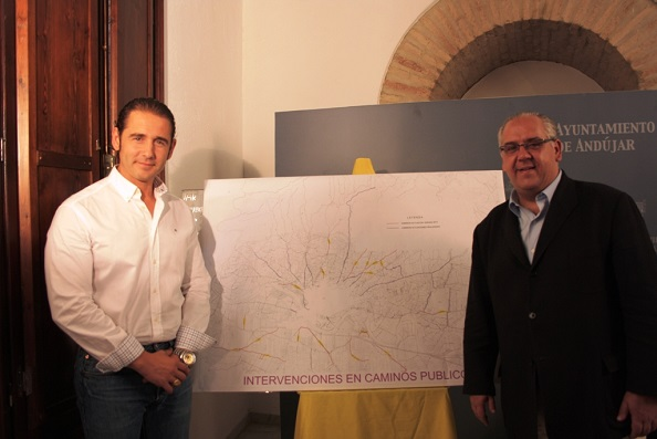 El alcalde de Andújar, Jesús Estrella, junto al concejal de Servicios e Infraestructuras Urbanas, Félix Caler.