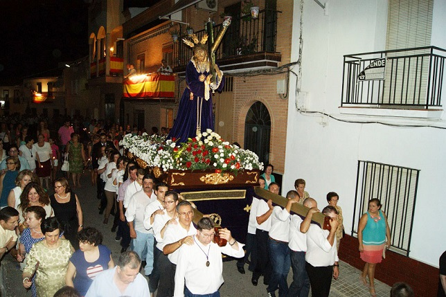 La imagen de Nuestro Padre Jesús fue llevada por los costaleros loperanos.