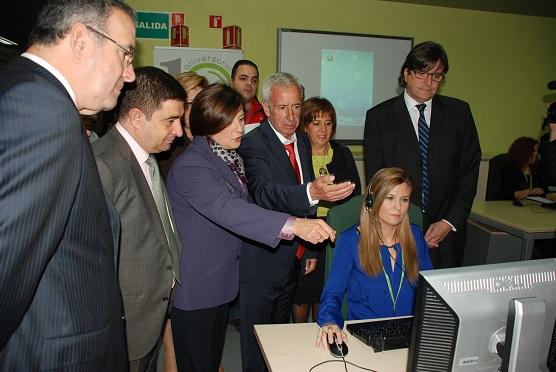 Francisco Reyes y María José Sánchez visitan las instalaciones de Salud Responde en Jaén.