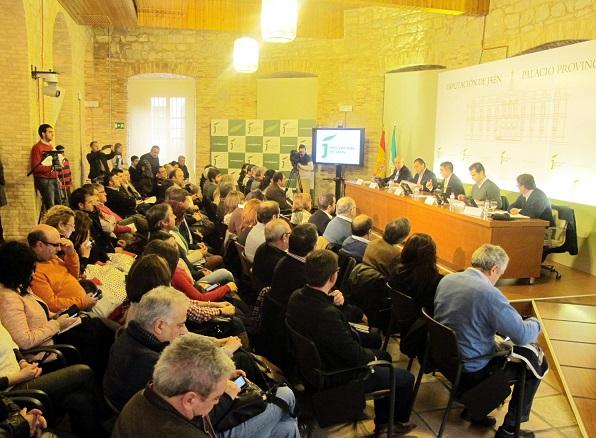 El Aula de Cultura de la Diputación se ha llenado de alcaldes jiennenses para escuchar la valoración sobre las ayudas de la PAC.