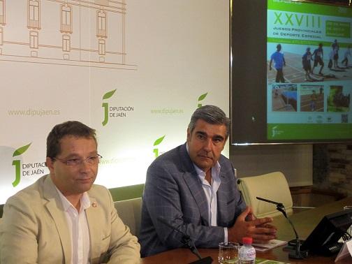 Paco Huertas y Eugenio Martínez, presentando la primera jornada de los XXVIII Juegos Provinciales de Deporte Especial.