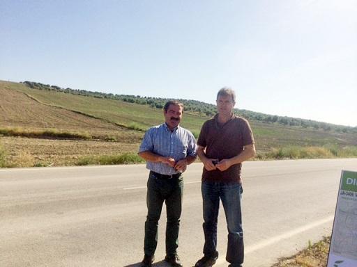 Castro y Alves, durante la visita al tramo en el que la Diputación llevará a cabo una obra de mejora.