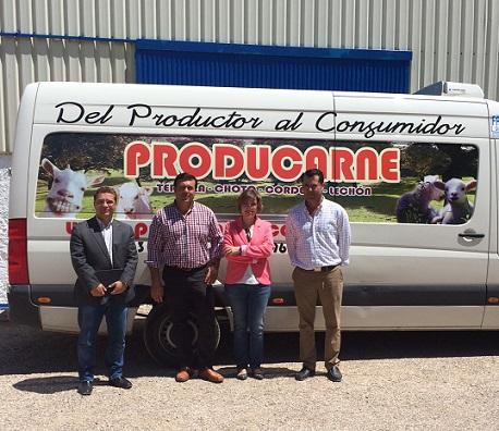 """María Angustias Velasco y Francisco Huertas visitan a la empresa """"Producarne"""". en Andújar."""