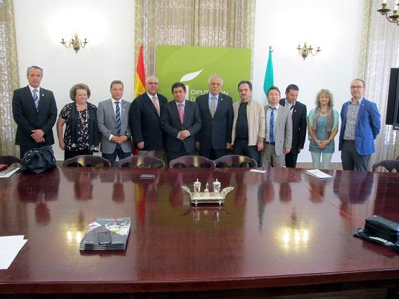 Foto de familia de la recepción que ha tenido lugar en el Palacio Provincial.