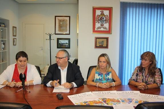 Acto de la firma del convenio del Aula de Conciliación Municipal 2014.