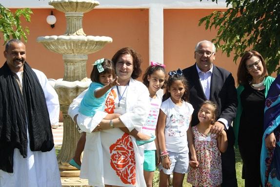 El alcalde de Andújar, Jesús Estrella, y la concejala Lola Martín, junto a los niños saharauis.