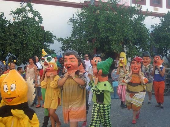 Desfile de Gigantes y Cabezudos en Lopera.