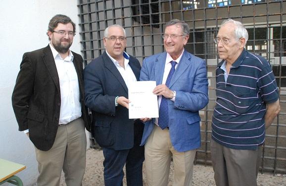 Autoridades asistentes al descubrimiento de la placa Docomomo, en Andújar.