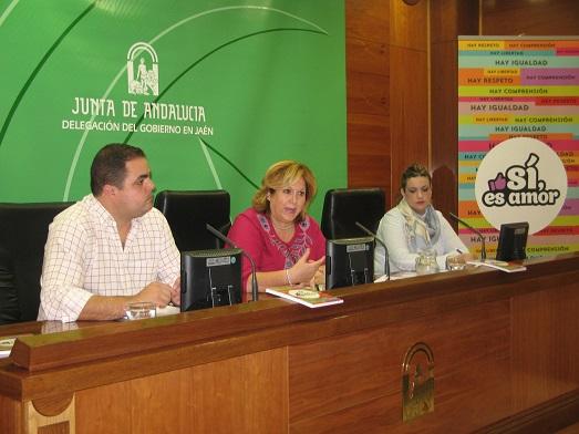 Víctor Torres, Ángeles Jiménez y Beatriz Martín, en la presentación de la campaña.