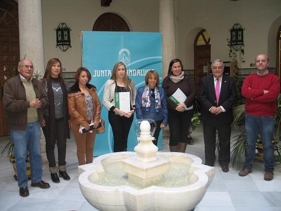 Purificación Gálvez junto a los representantes de las entidades.