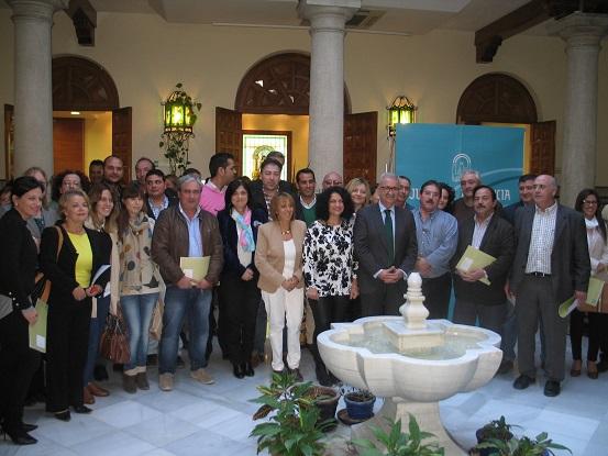 El consejero de la Presidencia, junto a alcaldes y responsables municipales.