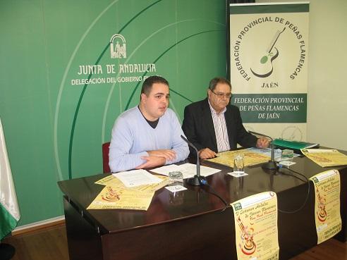 El coordinador provincial del IAJ, Víctor Torres, junto al presidente de la Federación Provincial de Peñas Flamencas de Jaén, Francisco Viedma.