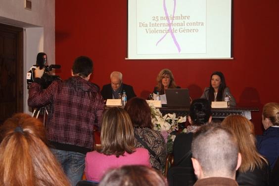 Un instante del acto organizado en Andújar contra la violencia de género.