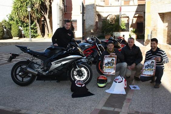 El concejal de Desarrollo Local, Joaquín Luque, junto a profesionales del sector de la moto en Andújar.