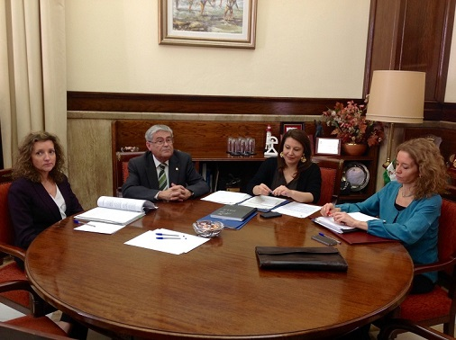 La delegada del Gobierno en Andalucía, Carmen Crespo, se reúne con la directora general de Relaciones con las Delegaciones del Gobierno, Marta Crespo.