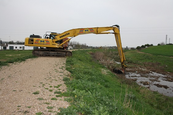 Actuales obras de limpieza y adecuación de los cauces del arroyo Mestanza.