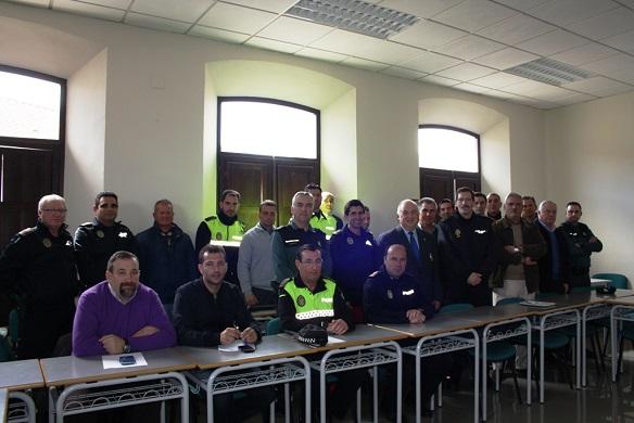 Responsables y agentes de las fuerzas y cuerpos de seguridad que han asistido a esta ponencia, en Andújar.