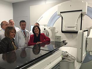 Sánchez Rubio, durante la visita al nuevo Acelerador Lineal de Electrones (ALE) del Complejo Hospitalario de Jaén.