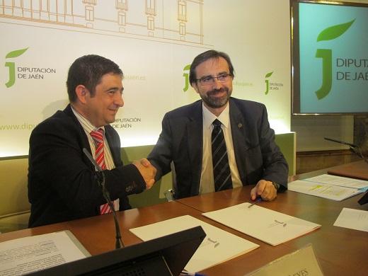 Francisco Reyes y Juan Gómez han firmado el convenio para el desarrollo del proyecto Predimed Plus.