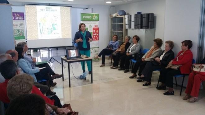 La delegada territorial de Políticas Sociales, Ángeles Jiménez, en el encuentro provincial celebrado ayer.