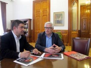 Francisco Reyes y Xavier Bartrolí, durante el encuentro que han mantenido en el Palacio Provincial.