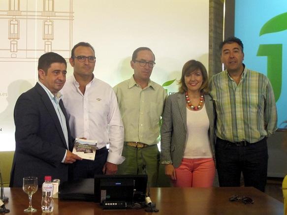 El presidente de la Diputación, Francisco Reyes, y el presidente de Appistaco, Julián Navarro, han firmado este convenio de colaboración.