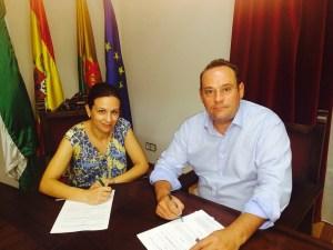 Isabel Uceda firma este convenio con Law&LeyConsulting.
