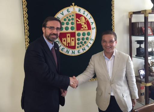 El alcalde de Andújar, Francisco Huertas, y el Rector de la Universidad de Jaén, Juan Gómez Ortega.