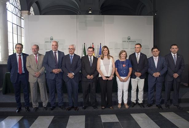 La presidenta de la Junta de Andalucía ha firmado el convenio del PFEA 2015 junto a los presidentes de las diputaciones andaluzas.