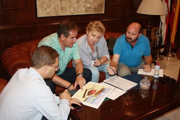 El alcalde de Andújar, Paco Huertas y el Delegado de Medio Ambiente, Sebastián Quirós, se han reunido en el Ayuntamiento de Andújar.