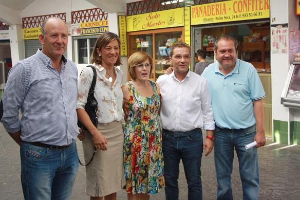 El Alcalde de Andújar, Paco Huertas, acompañado de Encarna Camacho y Luis Salas, han visitado el Mercado de Abastos.