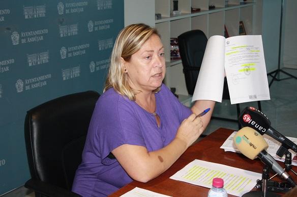 La Concejala de Personal del Ayuntamiento de Andújar, Pepa Jurado, en rueda de prensa.