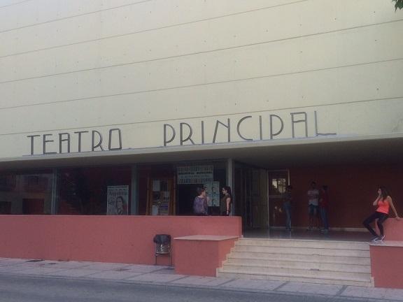 """La Biblioteca """"Alcalá Venceslada"""" se encuentra en dependencias del Teatro Principal."""
