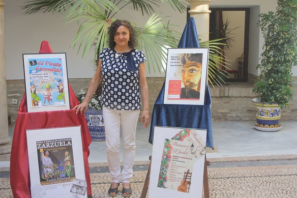 La concejala de Cultura, María José Bueno, presenta los actos culturales para la Feria de Andújar.