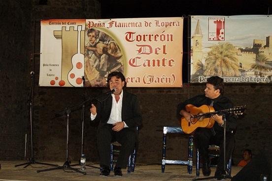 El cante flamenco inundó la noche loperana.