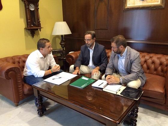 El Consejero de Fomento, Felipe López, se reúne en el Ayuntamiento con el alcalde de Andújar, Francisco Huertas, y Rafael Valdivielso.