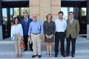Ortiz, con los miembros de Feragua, con los que se ha reunido en la sede de la Consejería, en Sevilla.