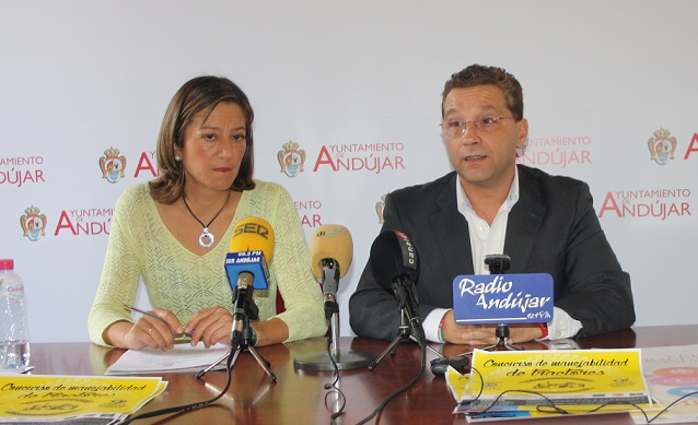 El Alcalde de Andújar, Paco Huertas, y la Concejala de Promoción Local del Ayuntamiento de la ciudad, Encarna Camacho.