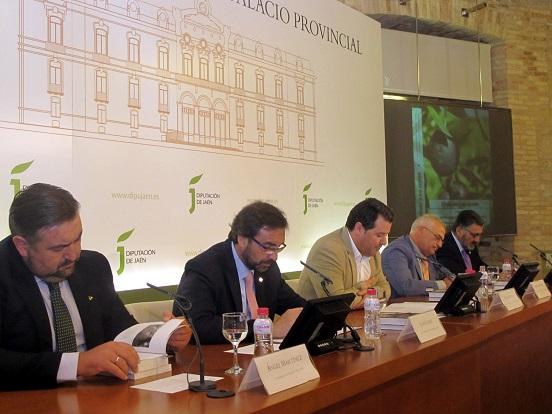 """Acto de presentación del libro titulado """"El olivar y su aceite""""."""