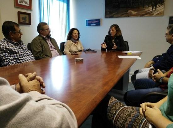 """Encarna Camacho se ha reunido con los representantes del movimiento social en Andújar """"Un Paseo por la Ribera del Guadalquivir"""" ."""
